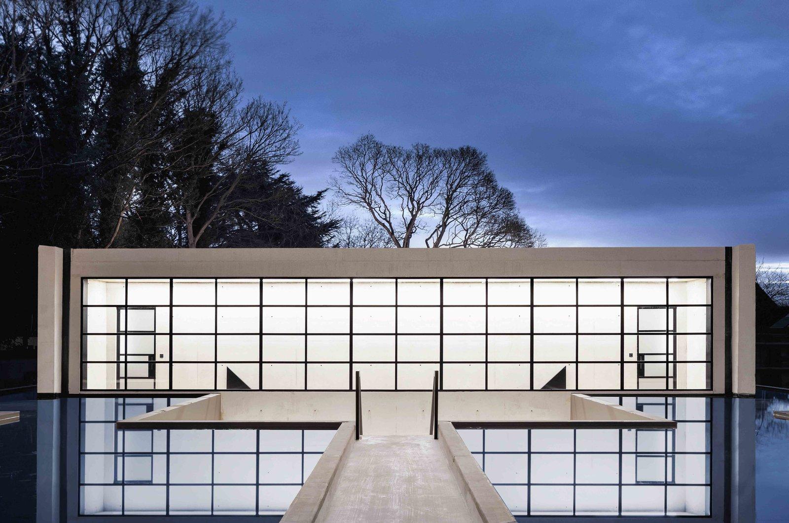 Ghost House   极具戏剧性的设计风格-大仓设计